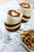 Two glasses of dairy chocolate cocktail — Stock Photo