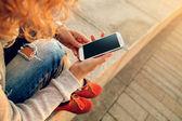 Using smart phone — Stock Photo