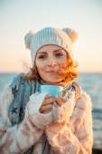 Woman in knitted clothes — Stock Photo