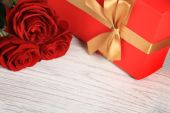 Valentines day background with gift — Stock Photo