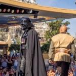 Постер, плакат: Darth Vader facing a Jedi Disneyland