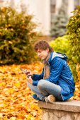 Young man with tablet in outdoor — Stock Photo