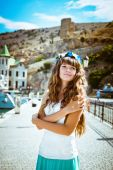 Young beautiful girl on the waterfront — Stock Photo