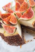 Cheesecake with figs — Stock Photo