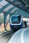 Train à la gare — Photo
