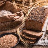 Homemade whole wheat bread — Stock Photo