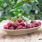 Fresh cherries on plate — Stock Photo