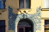 Bas-relief over the entrance to the art nouveau building in Riga — Stock Photo