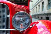 фары винтажный красный автомобиль — Стоковое фото