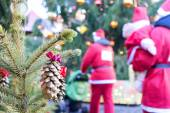 Santa Claus is coming to a fur-tree on a background of trees and — Stock Photo