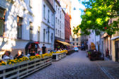 Street with summer cafes in the old town of Riga blurry — Stock Photo