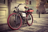 Vintage bicycle at the city — Foto de Stock