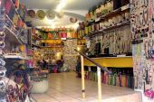 Anduze shop of handicrafts and souvenirs — Stock Photo