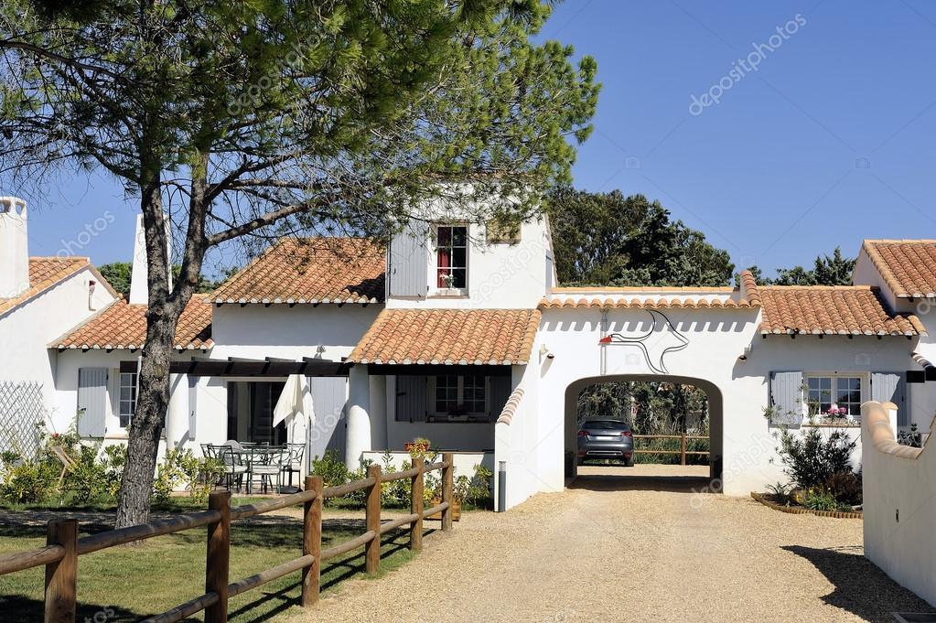 Maison dans le style de camargue photographie gilles for Maison de camargue
