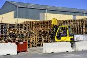 Handling and storage of pallets — 图库照片