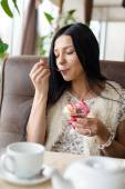 Woman eating ice cream in coffee shop — Stock Photo