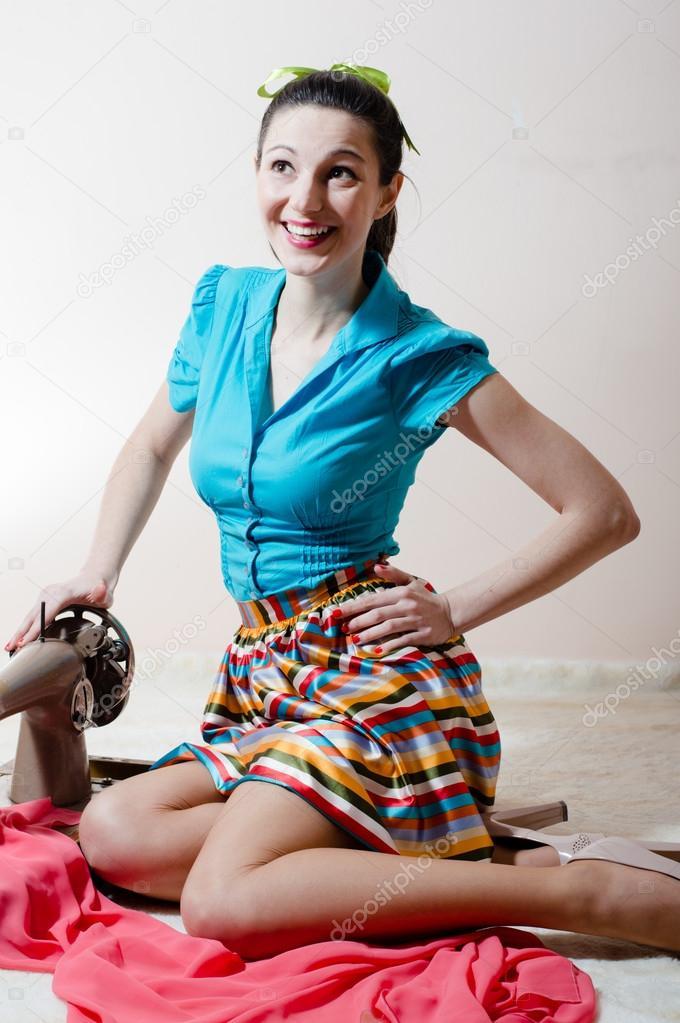 Porträt nähen stoff schöne junge frau brunette pinup girl mädchen ...