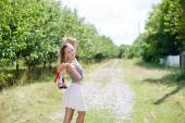 Young woman walking barefoot on country road — Stockfoto