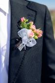 Best Man wedding jacket with pink rose boutonniere closeup image — Stock Photo