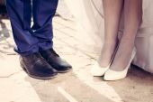 Wedding couple shoes closeup white high heeled and navy blue — Stock Photo