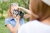 Girl taking photo of her friend — ストック写真