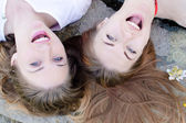 Happy two girlfriends — Stockfoto