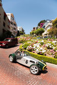 Oldtimer passing the lombard street, san Francisco — Stock Photo