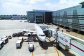 TACA Embraer 190 in Miami — Stock Photo