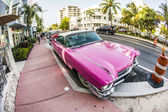Cadillac Vintage car parked at Ocean Drive in Miami Beach — Stock Photo