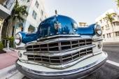 Dodge Vintage car parked at Ocean Drive in Miami Beach — Zdjęcie stockowe