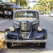 Classic Oldsmobile parks at ocean drive — Foto Stock #53192879