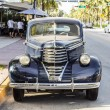 Classic Oldsmobile parks at ocean drive — Foto Stock #53192981