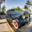 Classic Oldsmobile parks at ocean drive — Foto Stock #53193459