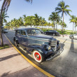 Classic Oldsmobile parks at ocean drive — Foto Stock #53193781