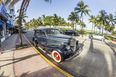 Classic Oldsmobile parks at ocean drive — Stock Photo