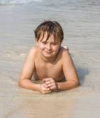 Boy at the beach enjoys the sandy beach — Stock Photo