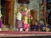 Dancer is performing an indonesian dance potpurri — Stock Photo