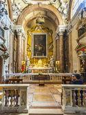 People inside the basilica di San Zeno in Verona — Stock Photo