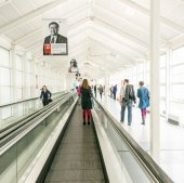 Public day for Frankfurt Book fair, visitors inside the hall — Stock Photo