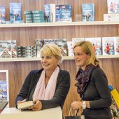public day for Frankfurt Book fair, visitors gets signature and — Foto Stock