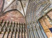 Entrance sculptures at the  minster in Freiburg  — Stock Photo