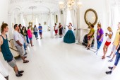 People visit rooms inside famous Nottoway Plantation — Stock Photo