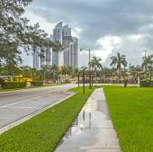 Early morning streetview in Sunny Isles Beach — Stock Photo