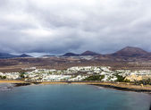 Aerial of Arrecife with volcanoes in clouds — Foto Stock