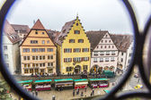 Tourists at the market place of Rothenburg ob der Tauber — Stockfoto