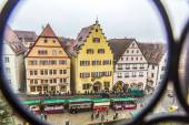 Tourists at the market place of Rothenburg ob der Tauber — Foto de Stock