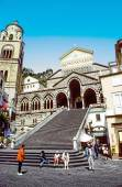 People visit the Amalfi Cathedral  — Stock Photo