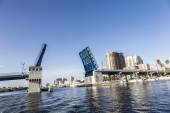 View of the Fort Lauderdale Intracoastal Waterway with a drawbri — Stock Photo
