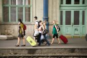 people waiting at Keleti west train station — Stock Photo
