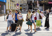 People wait at pedenstrian crossing in Budapest — Stock Photo